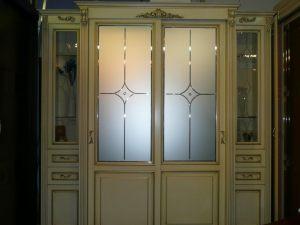 Классический шкаф купе массив с фацетными зеркалами и гравировкой Абакан