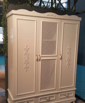 Распашные двери с декоративными накладками Абакан