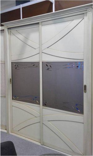 Классический шкаф купе с эксклюзивным декором Абакан