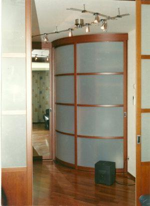 Радиусные двери на верхнем подвесе Абакан