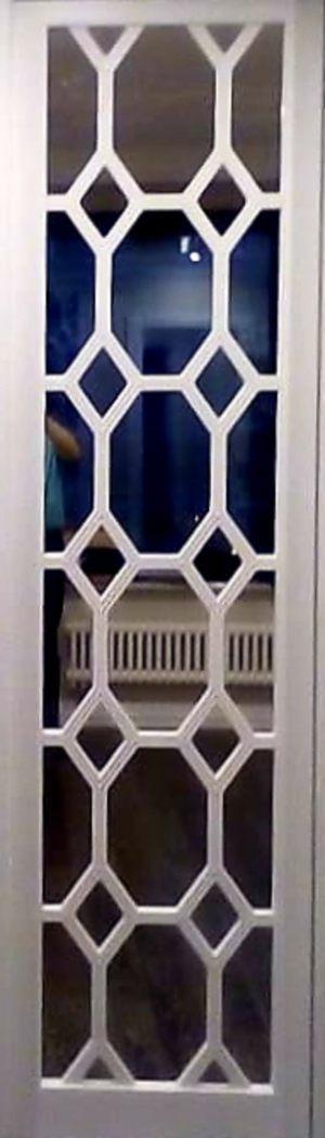 Вставка с фигурной филенкой на зеркале эмаль Абакан